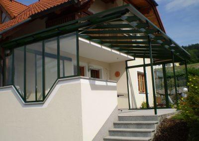 Terrassen-Verglasung vorne auf erster Seite